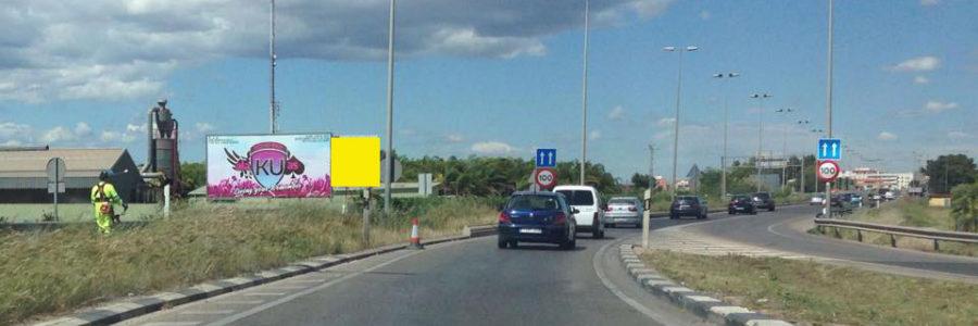 Valla publicitaria Valencia junto nuevo cauce rio Turia